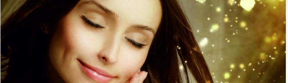 Schöne Frau nach Kosmetik